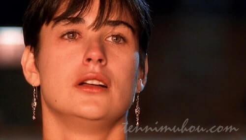 最後の別れに涙をこぼすモリー