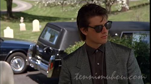 父親の葬式に参列するチャーリー