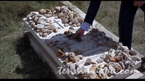 花を供えられるシンドラーの墓