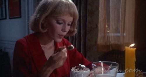 変なアイスを食べるローズマリー