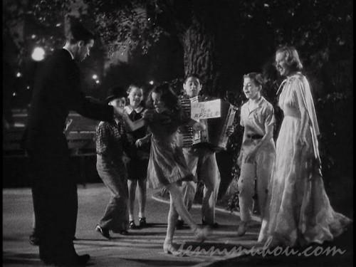 【我が家の楽園】子供達とダンスを踊る2人