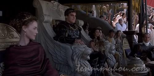 コロッセウムで観戦するルシッラとコモドゥス