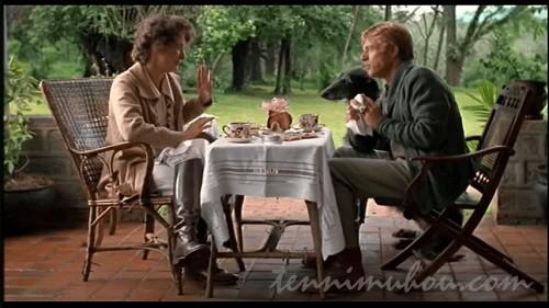 朝ご飯を食べるカレンとデニス