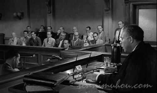 裁判を見る陪審員