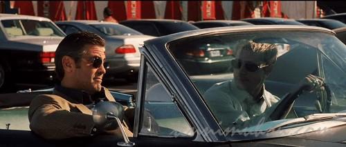 車に乗り込むダニーとラス