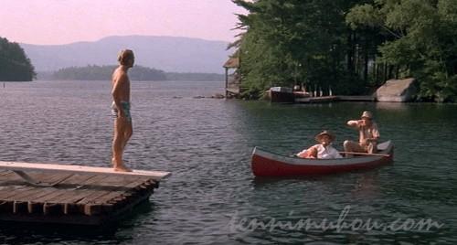 湖で飛び込みの練習をさせるノーマン