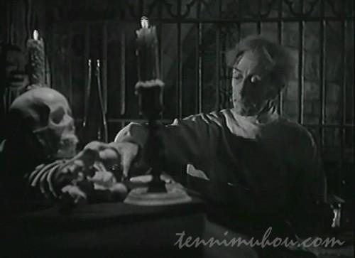 墓を暴くプレトリアス博士