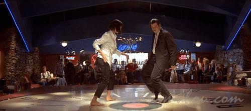 ツイストを踊るユマ・サーマンとジョン・トラボルタ
