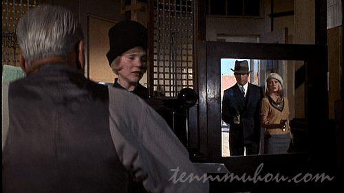 強盗に入るボニーとクライド