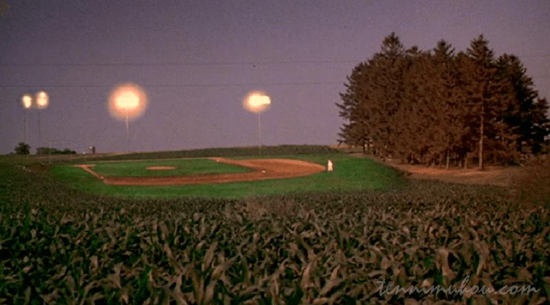 農場のど真ん中に野球場!