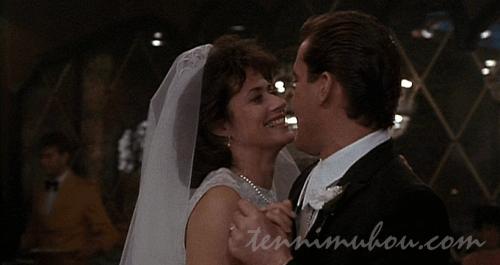 カレンと結婚するヘンリー