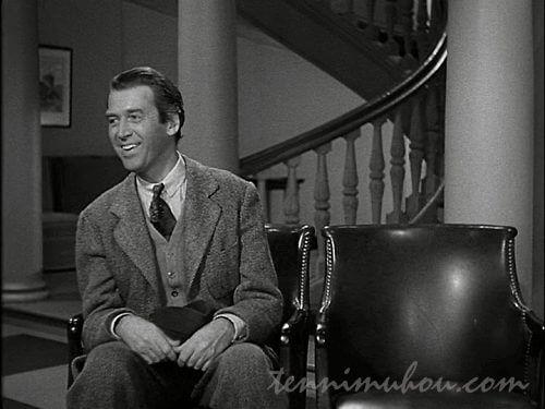 椅子にハーヴェイを座らせてるエルウッド