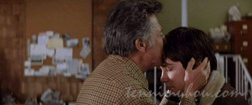 ジョーにキスをするベン