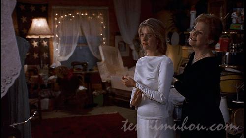 結婚式の準備をするアニー