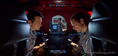 HALの電源を切ってしまおうとする2人