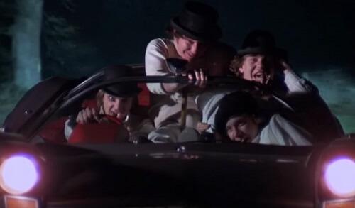 盗んだ車で走り出すゴルーグ