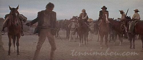 再び歩き出すソーントンとサイクス