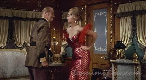 セクシードレスで復讐に挑むキャサリン