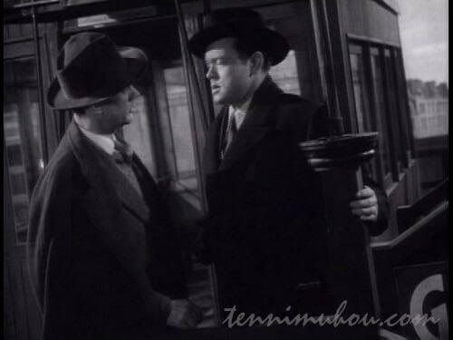 観覧車で鳩時計の会話をするハリーとホリー