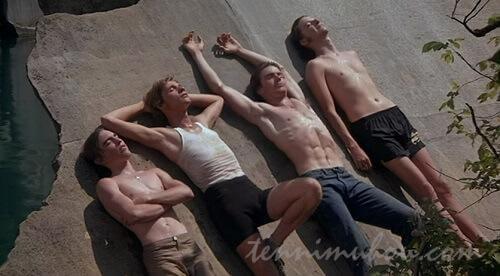 石切り場でダラダラしている4人