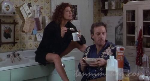 愉しんで朝食をとるクラッシュとアニー