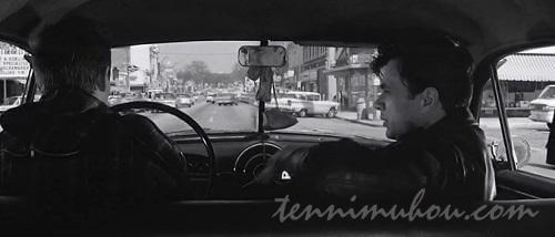 車に乗って逃亡するペリーとディック