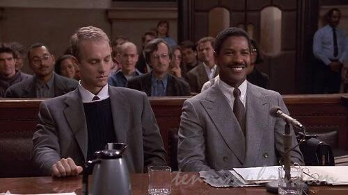 法廷でのミラーとアンディ