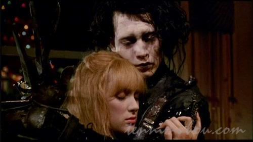 キムと抱き合うエドワード