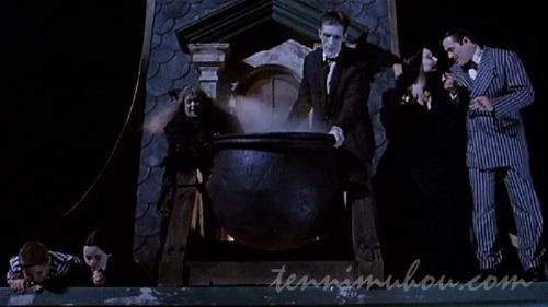 クリスマスの聖歌隊に湯をぶっかけようとるす悪魔の一家