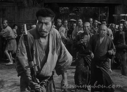 盗人の散り様を見ている菊千代
