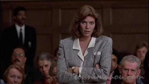 法廷に立つキャサリン