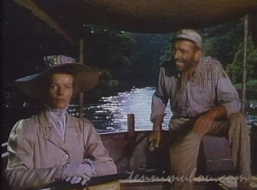 アフリカの女王号に乗り込んだローズと船長チャーリー