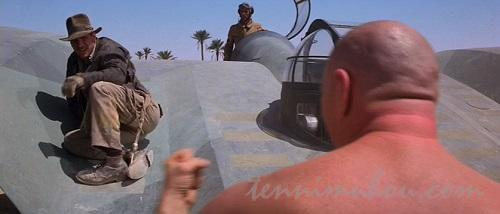 アブドール・ザ・ブッチャーみたいな兵隊と戦うインディ