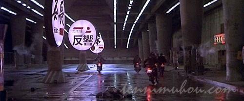 大阪の繁華街を走る暴走族