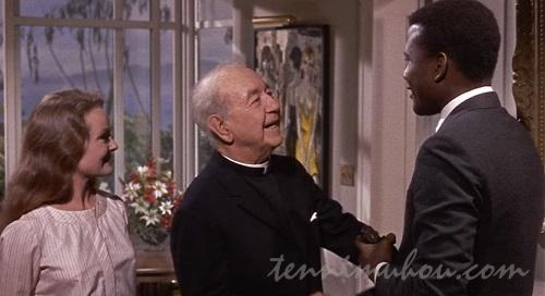 二人を歓迎するライアン神父