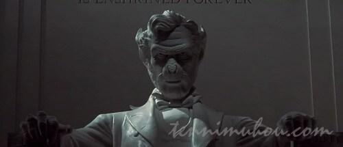 猿の世界のリンカーン像