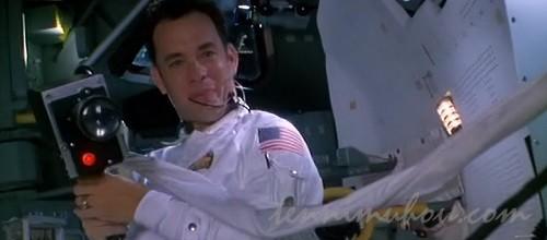 宇宙で無重力状態を楽しむジム・ラベル船長