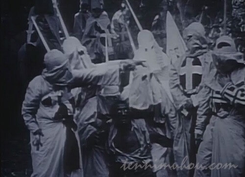【國民の創生】黒人へのリンチを行うKKK
