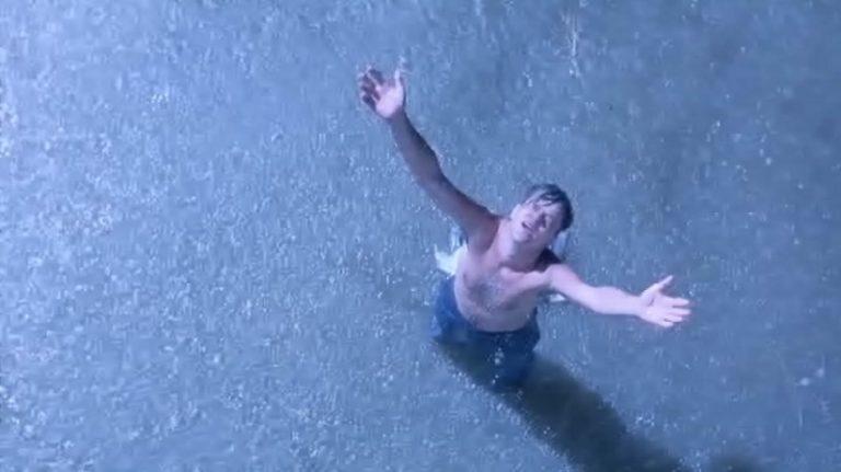【ショーシャンクの空に】脱獄後の雨に打たれるシーン